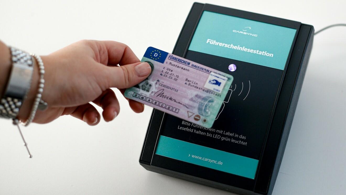 Führerscheinkontrolle: Digital bringt Sicherheit