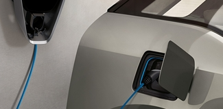 BMW i3 lädt an Wallbox