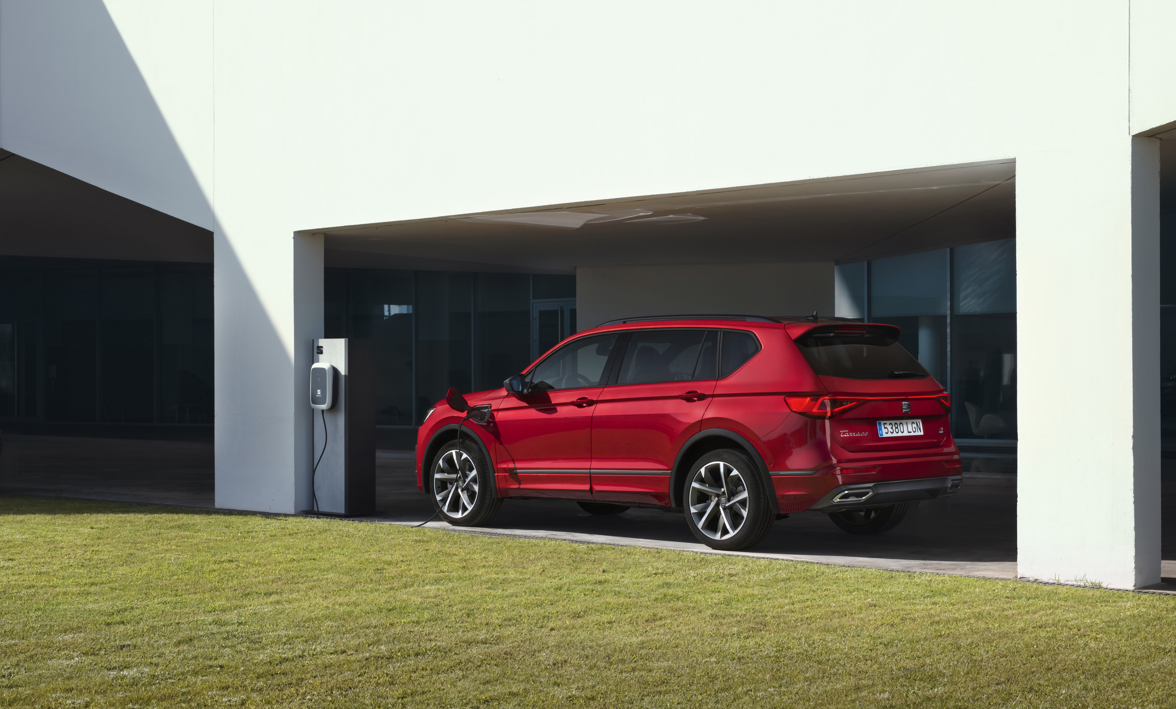 SEAT-electrifies-its-large-SUV-as-the-Tarraco-e-HYBRID-enters-p.jpeg