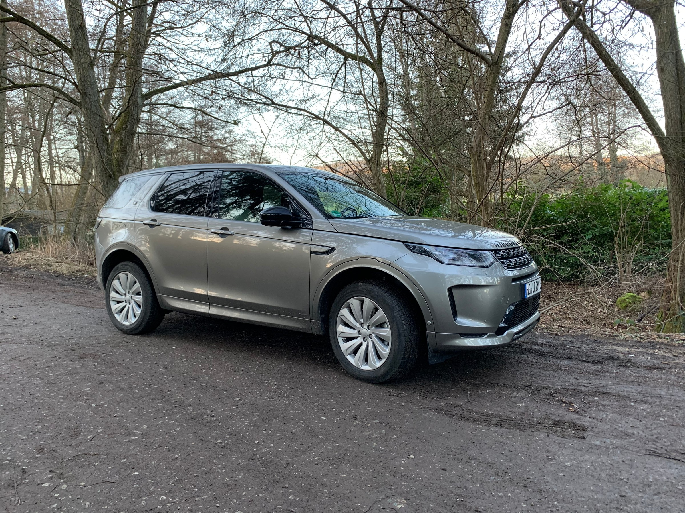 landrover-discovery-sport.jpeg