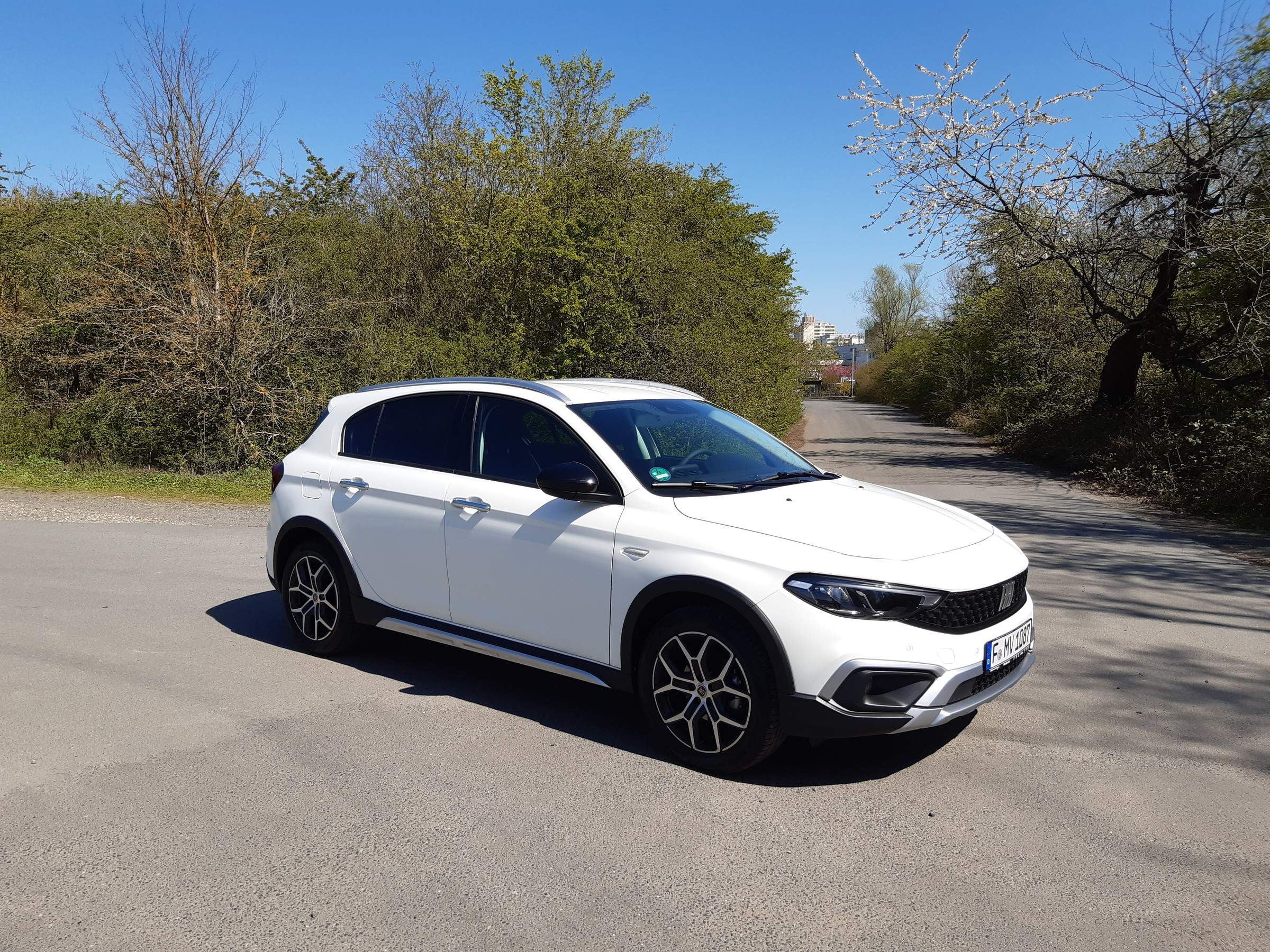 fiat-tipo-cross-front-1.jpeg